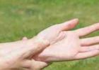 手发麻是什么病征兆 手发麻如何按摩
