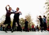广场舞情花为谁开 动作分解