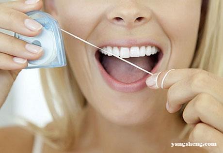 """剔牙不专心竟让牙签在体内""""潜伏""""两个月致腹痛不止"""