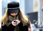 低头看手机=脖子上挂两大西瓜 防护和姿势要做