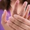 手指头发麻是因疾病?