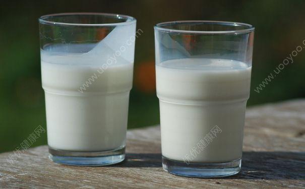 牛奶的热量是多少?一杯牛奶的热量高吗?(1)