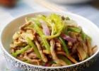 芹菜炒洋葱做法 夏季洋葱抗感冒