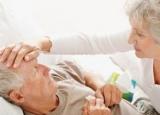 老人肺炎症状表现是什么 诱发老人肺炎出现的因素是什么