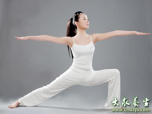 女人练习瑜伽的好处